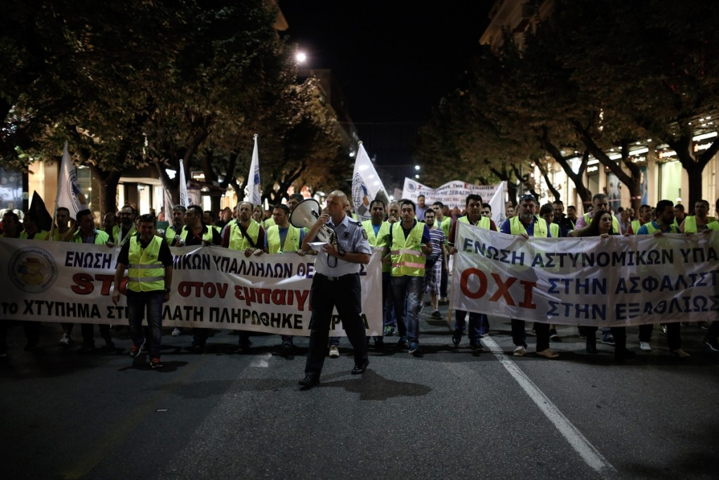More than a thousand protesting uniformed staff joined an anti-austerity rally a day before the opening of the annual International Trade Fair of Thessaloniki by Greek Prime Minister Alexis Tsipras, in Thessaloniki, Greece September 9, 2016. / Πορεία διαμαρτυρίας από ένστολους αστυνομικούς, λιμενικούς και πυροσβέστες στην Θεσσαλονίκη μια μέρα πριν τα εγκαίνια της 81ης ΔΕΘ από τον πρωθυπουργό Αλέξη Τσίπρα. Θεσσαλονίκη, Ελλάδα στις 9 Σεπτεμβρίου 2016.
