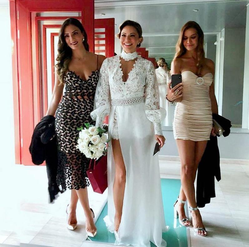 4567184de97b ... γάμο των βαρύγδουπων celebrities Αντωνίου Ρέμου και Ιβόννης Μπόσνιακ